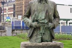 9- 450px-Balendin_Enbeita_statue