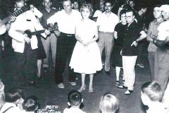 Victoria Sousa canta escoltada pel versador Manuel Martí, el tio Nel·let, un dels més cèlebres de la història recent